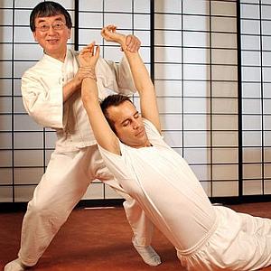 In giapponese la parola « shi » significa dito e« atsu » significa presone. Lo « Shiatsu », detto anche Agopressione, è un tipo di massaggio orientale, nel quale le dita vengono premute su particolari zone del corpo per alleviare dolori, sofferenze, tensione, fatica, e malattie. Queste zone sono anche chiamate « tsubo » ...