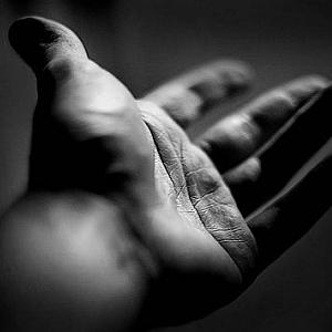 Ed allora applico i pensieri di O Sensei alla postura delle mie mani e ascolto. C'è immobilità nella guardia: devo solo stare attento a non passare in uno stato di iperattività o di ipoattività come in zazen se non voglio disturbare l'ascolto interno....