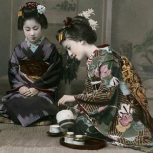 Cosa fanno le persone quando preparano il tè? 2. Perché qualcuno dovrebbe voler fare una cosa tanto difficile? 3. Come possono persone di diversa cultura e di diversa religione trarre beneficio dalla Via de Tè? Cos'è il Tè?