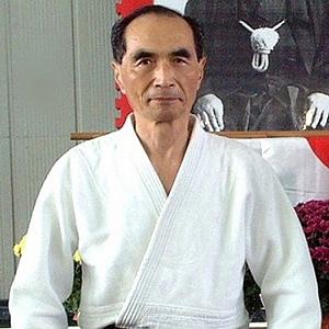 Hiroshi Tada nasce a Tôkyô il 14 dicembre 1929 da una famiglia appartenente alla classe dei Samurai, che dal 1245 risiedeva a Izuhara nell'isola di Tsushima....