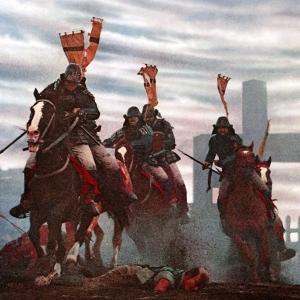 I Sashimono  erano, nell'epoca medievale Giapponese, piccoli stendardi indossati dai soldati per identificare le truppe durante le battaglie. Essi venivano di solito posti sul dorso dei militari di base (gli ashigaru), dei samurai ma anche posti nei porta-stendardi speciali sulle monture di alcuni soldati di cavalleria