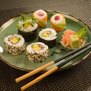 E', tra le orientali, l'entusiasmante. Per concezioni di religioni, dell'incontaminato, dell'estetico, dell'essenziale, della perfezione. L'antropologo Claude Levi-Strauss dimostra che la cucina è una delle più importanti manifestazioni della cultura di un popolo. Buddismo e Shintoismo influenzarono la cucina giapponese...