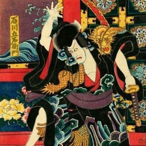 Il Giappone feudale vide la nascita di una delle più straordinarie figure di guerriero professionista mai esistite, il Samurai. La classe Samurai, emersa dalle nebbie nei primi secoli di storia nipponica, tra l'VIII e il XI secolo sostituì rapidamente la precedente classe dominante dei nobili di corte (kuge) e dopo la guerra Genpei (1180-1185) assunse definitivamente il controllo del paese, mantenendolo fino al 1868.