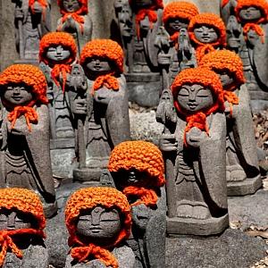 Il Giappone è per tradizione un paese scintoista. Il buddismo vi è stato introdotto nel secolo VI (Brocchieri & Nishikawa, 1999b). La sua influenza sulla società giapponese è stata molto forte, tanto che in alcuni periodi storici è stato accolto come religione ufficiale dello stato. L'influenza dello shintoismo non è venuta mai meno..