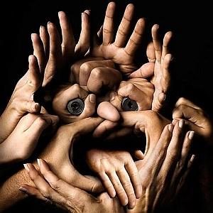 """""""Ogni membro del gruppo è responsabile per la sua parte di lavoro, in quanto il risultato di ciascuno è importante per il risultato del gruppo. Ciò rende i partecipanti dipendenti gli uni dagli altri; solo lo scambio e la condivisione di risorse personali e disponibilità ad apprendere consente di raggiungere l'obiettivo"""""""
