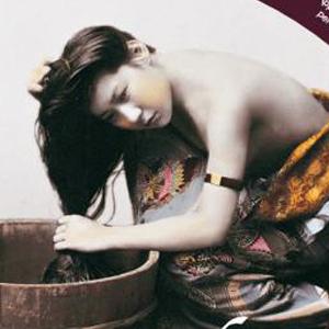 GEISHA E SAMURAI. ESOTISMO E FOTOGRAFIA NEL GIAPPONE DELL'OTTOCENTO 112 stampe fotografiche,  Immagini di Samurai, uomini, donne, bambini di tutti i giorni, nei loro mestieri o riti sacri quotidiani, si accompagnano ad altre dedicate a Geisha e Lottatori di Sumo.