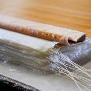 Washi. La carta giapponese  Bologna, 7 giugno 2014 ore 10-13 e 14-17 Laboratorio di realizzazione di carta tradizionale giapponese con il maestro Nobushige Akiyama