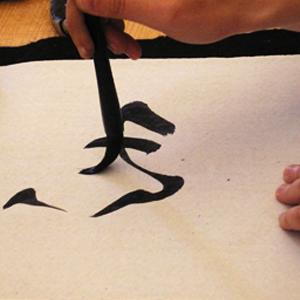 Shodō. La via della calligrafia Bologna, 29 novembre 2014 ore 14.30-18.30 Laboratorio di shodō tenuto dalla maestra Hiroko Sato Il laboratorio sarà l'occasione per scoprire come, nella cultura giapponese, la calligrafia appartenga a pieno titolo alle sfere della pittura e della creazione artistica.