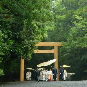 PROFONDO GIAPPONE IL RITUALE DI RICOSTRUZIONE DEL SANTUARIO DI ISE FOTOGRAFIE DI SANJIRO MINAMIKAWA 21 NOVEMBRE 2014 - 31 GENNAIO 2015  Le radici dell'ethos giapponese celebrate dalle foto di Minamikawa, che ha seguito l'intero rituale di ricostruzione - Shikinen sengu, a cadenza ventennale – del Santuario di Ise, emblema dello Shintoismo nipponico.