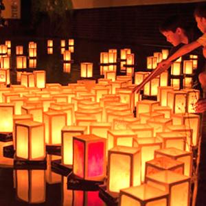 resize (2)Il Sole di Hiroshima. Cerimonia delle lanterne galleggianti Bologna, 6 agosto 2015 cerimonia delle lanterne, spettacolo, cibo giapponese e solidarietà