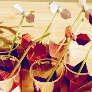 Bologna, 30 aprile 2016 ore 15-17 laboratorio di origami condotto da Noriko Tayama La parola origami è composta dal verbo oru (piegare) e dalla parola kami (carta) e viene comunemente usata per definire una tecnica manuale che permette di realizzare figure e forme di ogni tipo mediante la piegatura di uno o più fogli di tale materiale.