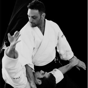 La Federazione Italiana Aikido ha l'onore e l'orgoglio di congratularsi con il M°Fabio Branno per il suo V Dan.  Ciò che rende speciale questo riconoscimento è la natura della pratica aikidoistica del  M°Branno,  nella sua ricerca tecnica fatta di rigore, nel rispetto della tradizione,  e di innovazione, nella direzione  di un uso delle basi tecniche quali strumenti  per una pratica autentica, evoluta  rispettosa della vera   natura della disciplina aikidoistica nelle sue componenti di spiritualità e di  marzialità.  A ciò si aggiunge la sua instancabile attività di diffusione  e valorizzazione dell'aikido in Italia ed all'estero  in un clima che rafforza i legami di amicizia, di simpatia  e di collaborazione tra quanti coloro partecipano ai suoi stage o ai suoi dibattiti sulle pagine del web.  Auguri  M° Branno  e …Grazie.