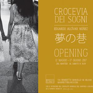 """MOSTRA FOTOGRAFICA """"YUME NO CHIMATA \ CROCEVIA DEI SOGNI [MILANO]al 12 maggio al 17 giugno, la galleria Manifiesto Blanco ospiterà la mostra Yume no Chimata \ Crocevia dei Sogni, a cura di Eduardo Alcìvar Nùñez. Anche quest'anno Manifiesto Blanco partecipa alla rassegna Photofestival Milano proponendo una mostra fotografica sul Giappone di grande interesse: un Giappone """"crocevia dei sogni"""" (letteralmente: 夢の巷, traslitterato in yume no chimata), quello raccontato da Eduardo Alcívar Núñez nelle serie fotografiche ispirate dal suo ultimo viaggio nel Paese """"all'origine del Sole""""."""