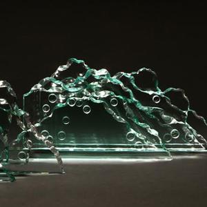 """MOSTRA """"PONTE DI LUCE - VETRI DI OKI IZUMI""""  Dal 19 aprile al 1 ottobre, il Museo d'Arte Orientale Edoardo Chiossone di Genova ospiterà la mostra personale """"Ponte di Luce"""", dell'artista Oki Izumi."""